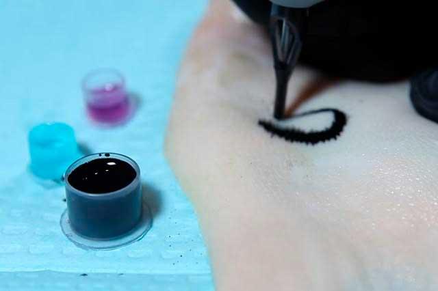 Científicos idean tatuaje que ayudaría a diabéticos a saber su nivel de azúcar