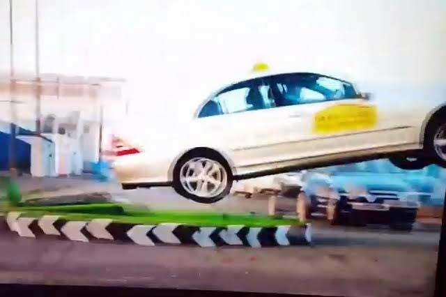 Ex piloto de F1 se sube a taxi y pasea a pareja al estilo Fast and Furious