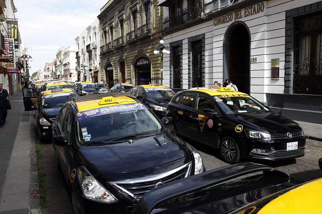Presionan taxistas para obtener nuevos permisos
