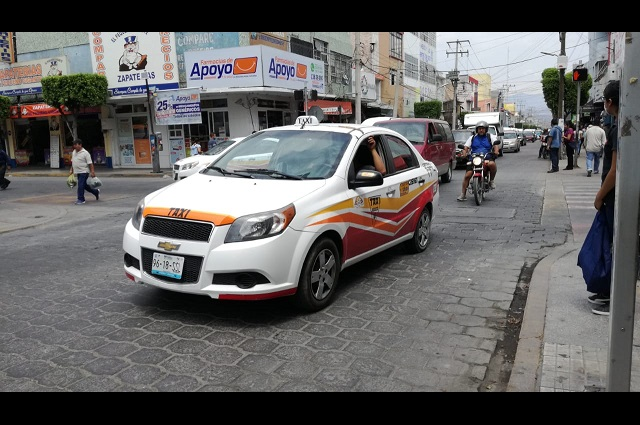 En Tehuacán 150 taxis suspenden servicio por crisis económica