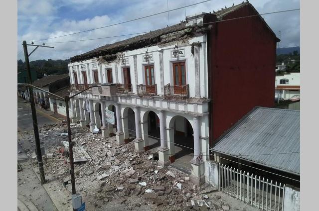 Colapsa techo de la Presidencia Municipal de Hueyapan