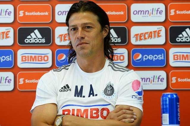 La directiva de Chivas platica con otros técnicos ¡Se les va el Argentino!