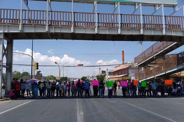 Pobladores de Tehuacán bloquean accesos al municipio