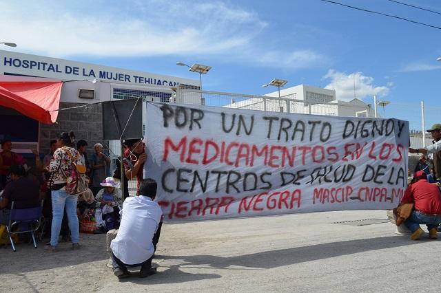 Protestan ante hospital de Tehuacán por falta de insumos