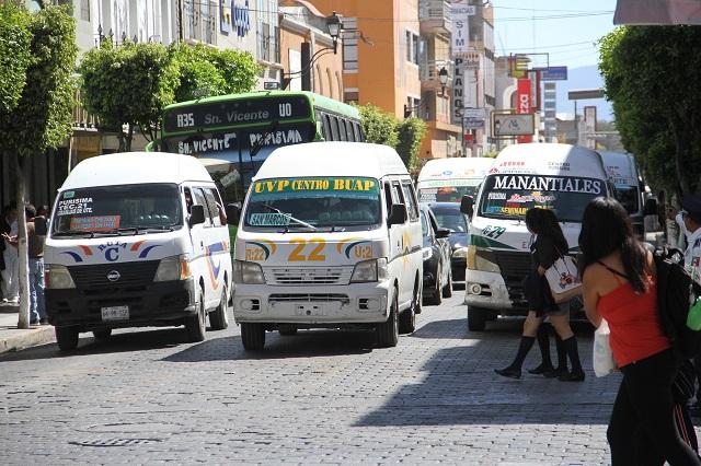 Rutas de transporte público hacen base en centro de Puebla
