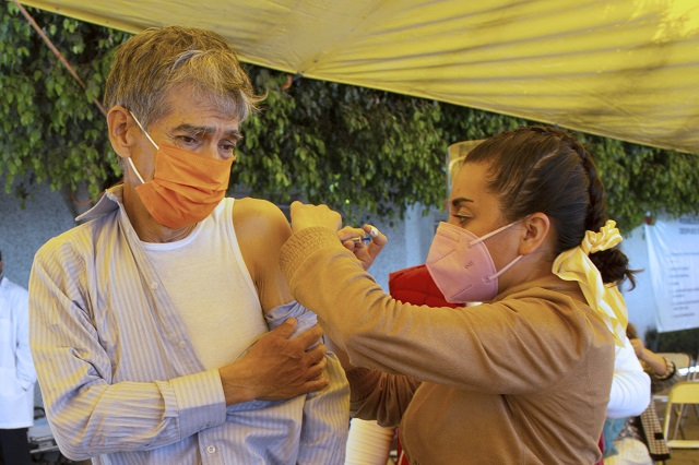 Con más contagios y muertes, la capital, última en vacunarse