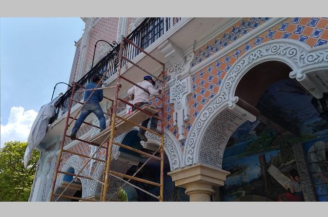 Dan mantenimiento a Palacio Municipal de Tehuacán por daños
