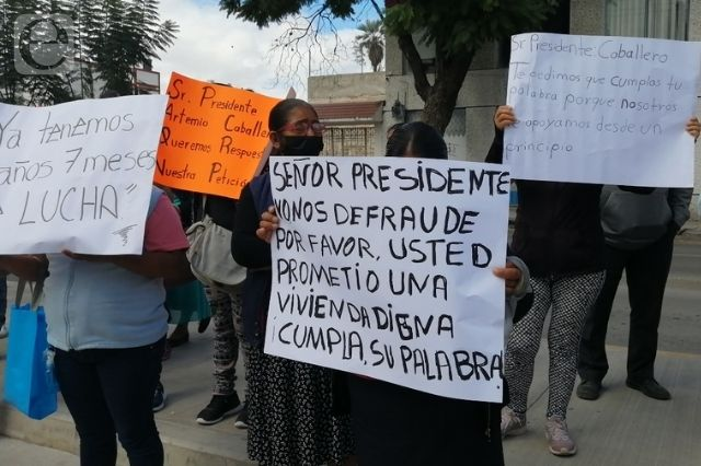 Tehuacaneros se manifiestan para exigir viviendas