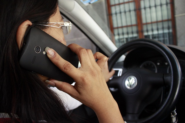 Encuesta: 80 % de accidentes viales ocurren por un conductor distraido