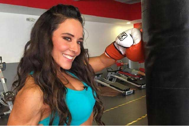 Conductora de Televisa Deportes se desnuda y muestra sus músculos