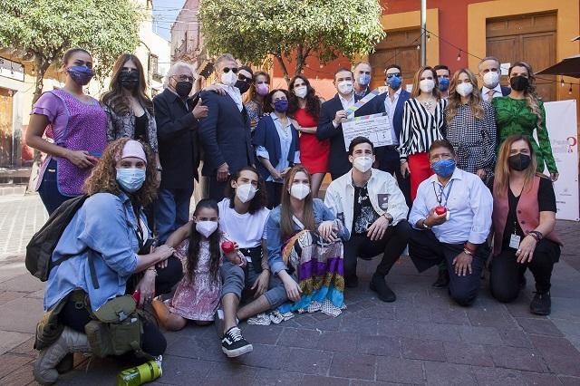 De esto trata ¿Qué le pasa a mi familia? de Televisa