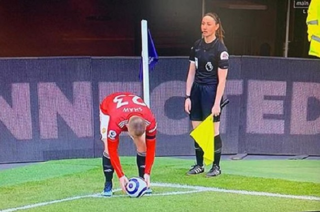 TV iraní corta partido de Premier League para no mostrar piernas de árbitra