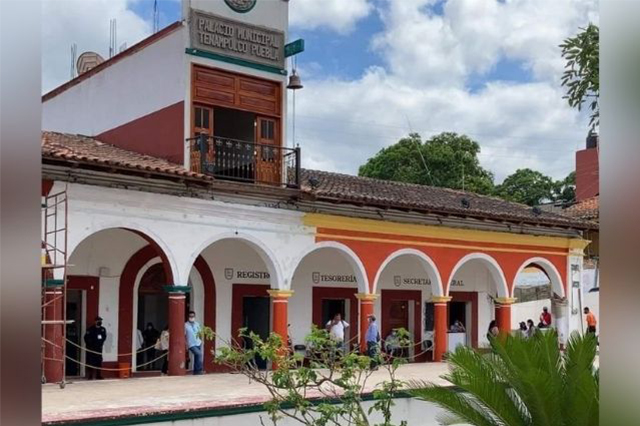 Recibe solo 230 pesos presidenta de Tenampulco