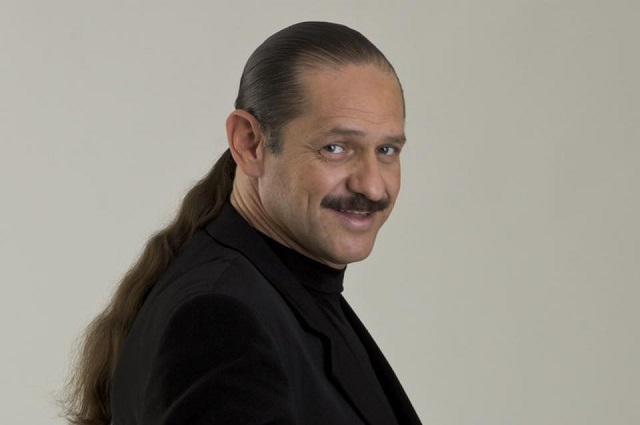 Hospitalizan al comediante Teo González tras sufrir infarto