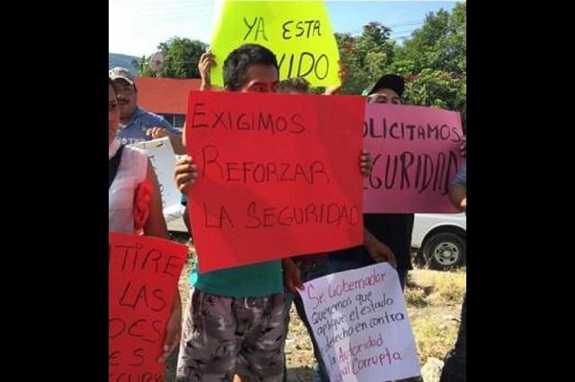 Pobladores exigen transparencia, seguridad y medicinas en Tepexco