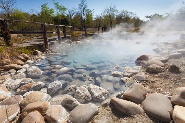 Aguas termales: benéficas pero no curativas ni tampoco milagrosas