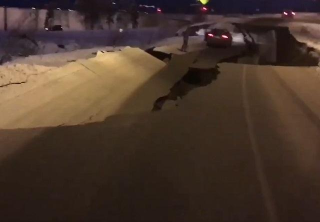 Difunden videos del terremoto de 7.0 que sacudió Alaska