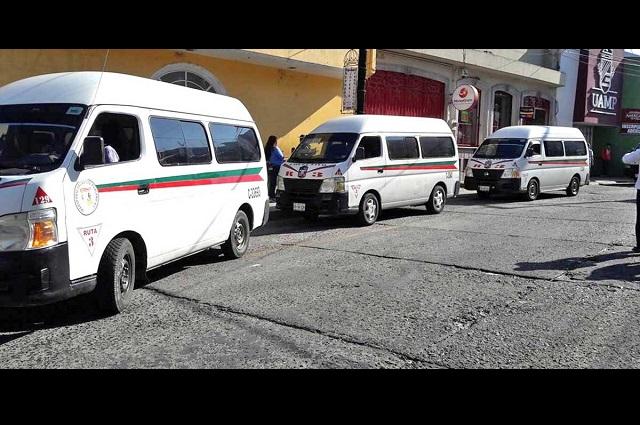 Transporte público sale del centro histórico de Teziutlán