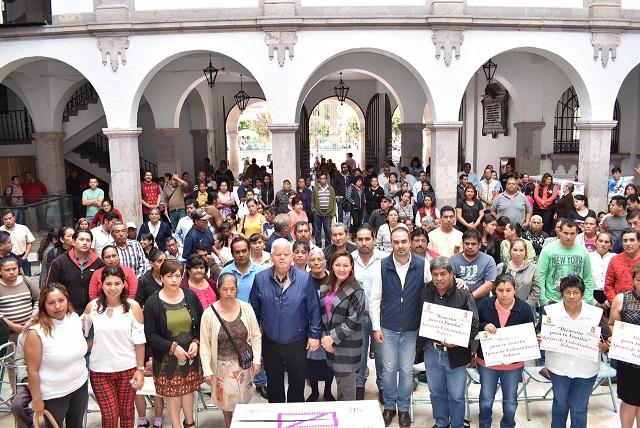 Entregan calentadores solares a 100 familias en Teziutlán