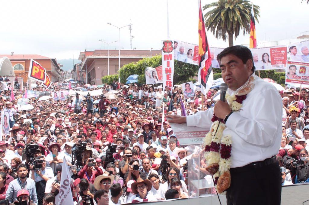 Miguel Barbosa está 20 puntos arriba en Puebla, asegura AMLO