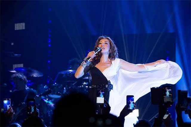 Thalía ofrece escenario a sus fans tras ser llamada #LadyBájate