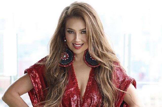 Thalía se quema la frente tras usar tenazas para el cabello