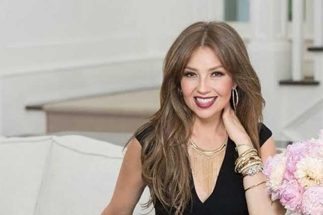 Thalía presume su talento como diseñadora y estrena blog de moda