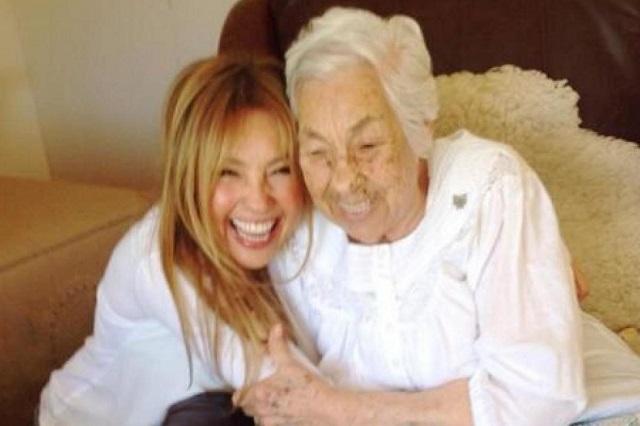 Thalía se reencontró con su abuela durante su visita a México