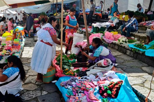 Recuperan actividades comerciantes de Coyomeapan