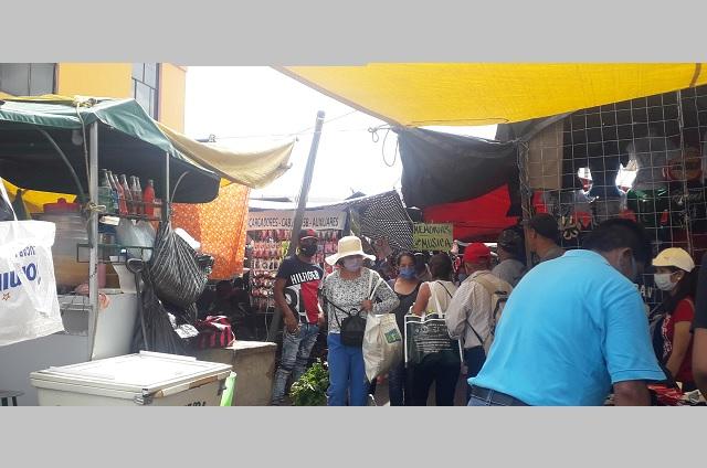 Tianguis en Atlixco sigue sin cumplir medidas contra Covid