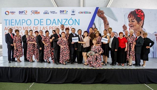 Con festival de danzón celebran SMDIF talento de adultos mayores