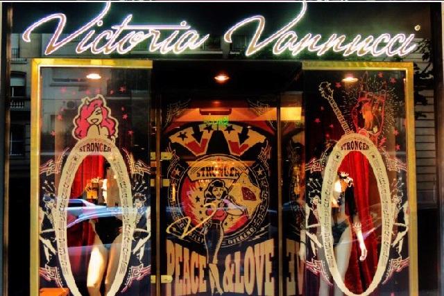 Tienda de lencería erótica cierra y avisan a empleados por Whatsapp