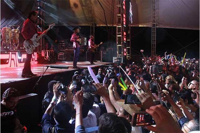 Los Tigres del Norte cierran con broche de oro la Feria de Puebla