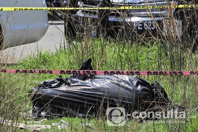 Desconocidos dejan cuerpo embolsado en terrenos de Coronango