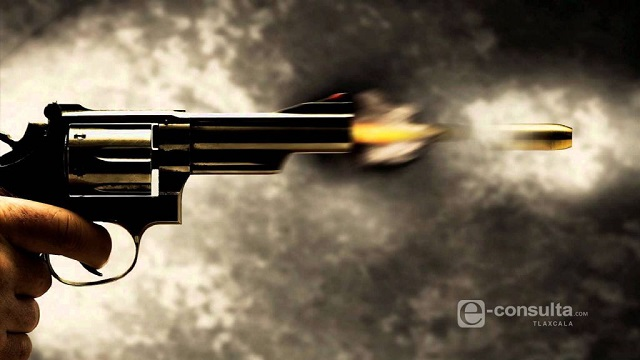 Deja un muerto balacera de vecinos y policías en Huauchinango