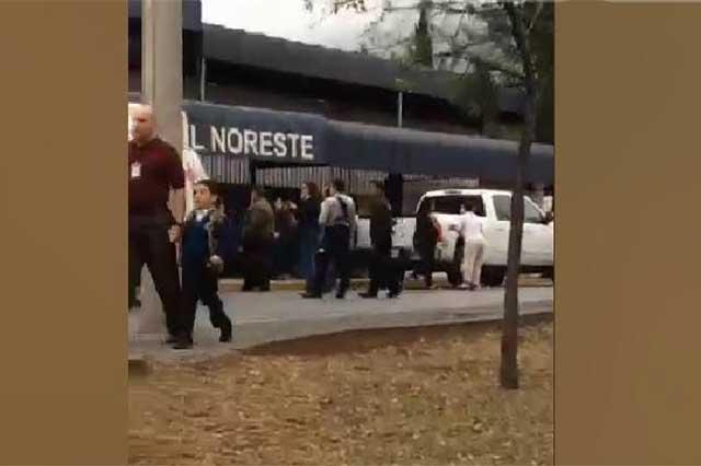 Atacante de escuela en Monterrey se disparó en la barbilla