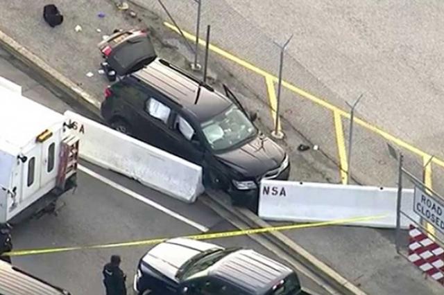 Dos sujetos vestidos de mujer desatan tiroteo en EU y dejan saldo de 3 heridos