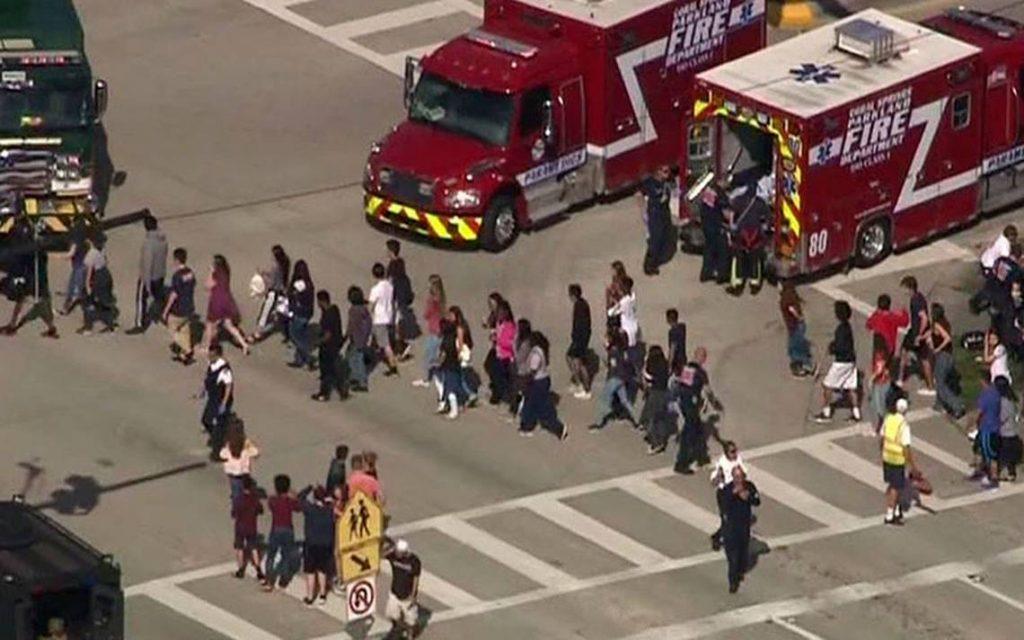 Al menos 17 muertos por un tiroteo en una secundaria — Estados Unidos