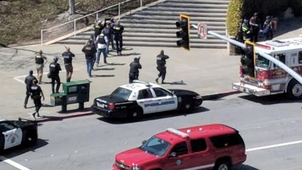 Se suicida la mujer que atacó a balazos las oficinas centrales de YouTube
