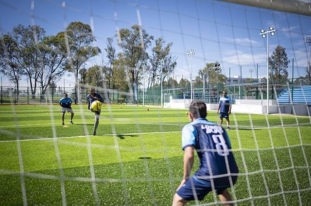 Inaugura Esparza cancha de fútbol 7 en Complejo Deportivo BUAP