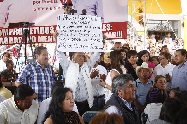 Piden auditoría contra edil de Tlatlauqui en mitin de Barbosa