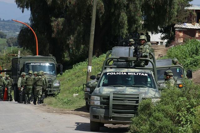 Enfrentan civiles a militares por tomas clandestinas en Texmelucan