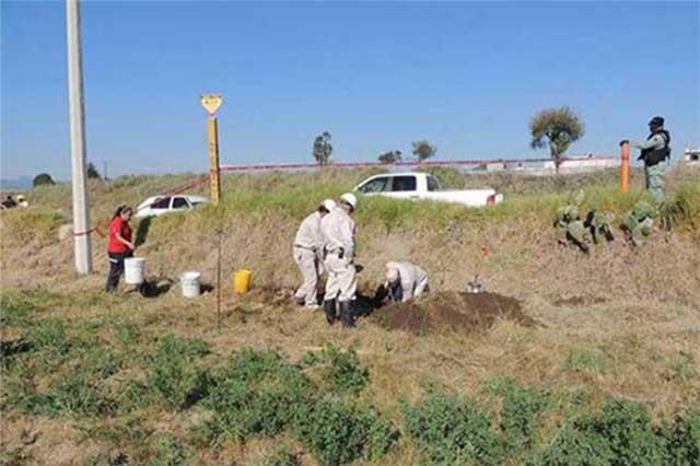 Fuga en toma clandestina de combustible afecta campos de cultivo