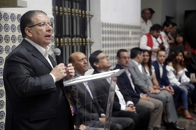 Barbosa busca debate para ser conocido: Enrique Doger