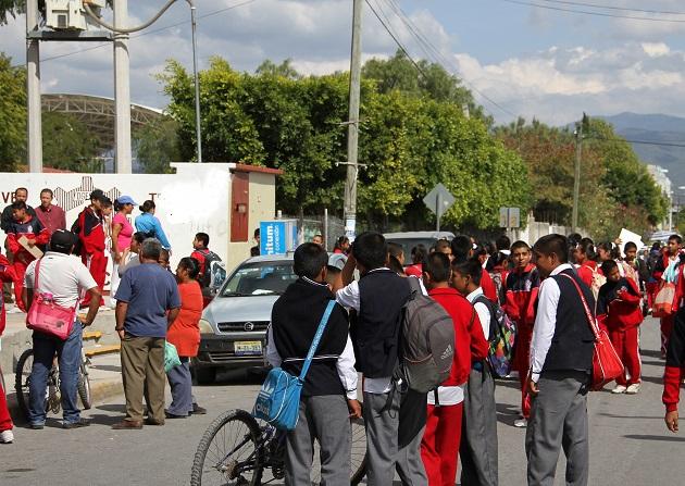 Exhiben a niños con piojos en la escuela Fundadores de Puebla
