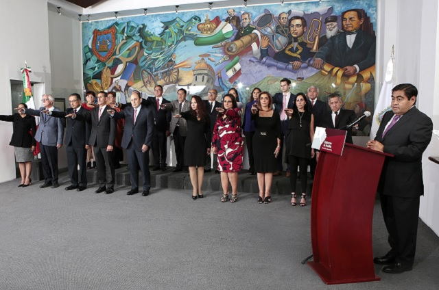 Toma protesta Barbosa Huerta al gabinete estatal