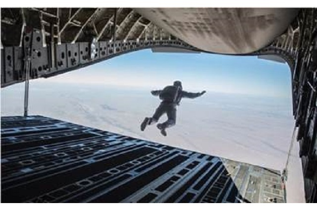 Mira cómo grabó Tom Cruise el salto HALO sin dobles y a casi 8 mil metros