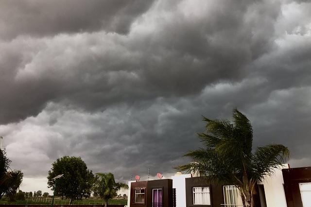 Fuerte tormenta causa afectaciones e inundaciones en algunas zonas de la ciudad de Puebla