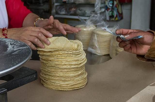 Sube el precio de la tortilla en Acatlán y alcanza los 16 pesos