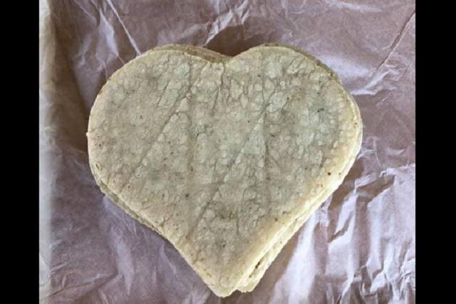 Crean tortillas en forma de corazón para Día de San Valentín